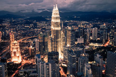 Kuala Lumpur, Malaysia, Dezember 19,2013: Türme Kiloliters Petronas am nig Stockbilder