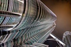 KUALA LUMPUR, MALAYSIA - 29. FEBRUAR: Ansicht von unten von Petronas TW Stockbild