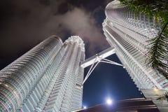 KUALA LUMPUR, MALAYSIA - 29. FEBRUAR: Nachtszene von Petronas-twi Lizenzfreie Stockbilder