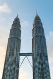 KUALA LUMPUR, MALAYSIA - 29. FEBRUAR: Petronas-Twin Tower duri Lizenzfreies Stockbild