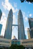 KUALA LUMPUR, MALAYSIA - 29. FEBRUAR: Petronas-Twin Tower durin Lizenzfreie Stockbilder