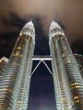 KUALA LUMPUR, MALAYSIA - 29. FEBRUAR: Petronas-Twin Tower in Ni Lizenzfreie Stockbilder
