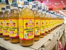 KUALA LUMPUR MALAYSIA, Februari 15: Organisk äppelcider V för BRAGG Fotografering för Bildbyråer
