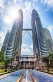 KUALA LUMPUR MALAYSIA - Ferbruary 5: Petronas torn Fotografering för Bildbyråer