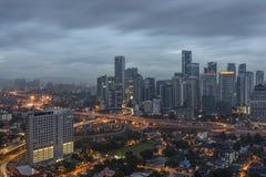 Kuala Lumpur Malaysia - Januari 2016: Sikt av den dystra Kuala Lumpur staden Royaltyfria Bilder
