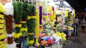 Kuala Lumpur Malaysia - Juli 17, 2018: Blomsterhandlare på deras stalls i Kuala Lumpur Little India arkivfilmer