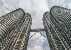 KUALA LUMPUR MALAYSIA - JULI 21, 2010: Petronas tvillingbröder för Arkivfoto