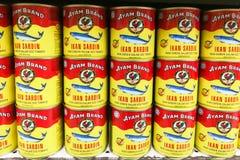 KUALA LUMPUR Malaysia, Juni 25, 2017: Ayam Brand eller Ayam är ett p Arkivbilder