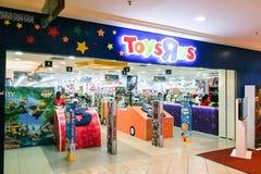 KUALA LUMPUR Malaysia, Juni 25, 2017: Toys R Us en amerikansk leksak Fotografering för Bildbyråer