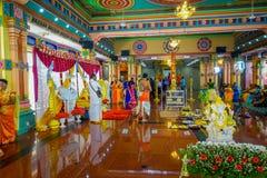Kuala Lumpur, Malaysia - 9. März 2017: Nicht identifizierte Leute in einer traditionellen hindischen Hochzeitsfeier Hinduismus is lizenzfreie stockfotografie