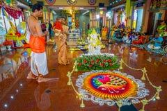 Kuala Lumpur, Malaysia - 9. März 2017: Nicht identifizierte Leute in einer traditionellen hindischen Hochzeitsfeier Hinduismus is stockbild