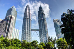 KUALA LUMPUR MALAYSIA - mars 20 2017: Petronas tvillingbröder på mars 20 2017 i Kuala Lumpur, Malaysia Royaltyfri Foto