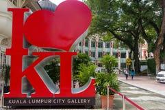 KUALA LUMPUR MALAYSIA - NOVEMBER 16 2016: Symbolen framme av jätten som JAG ÄLSKAR KL, är ett måstefoto-stopp Royaltyfria Bilder