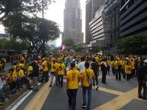 KUALA LUMPUR MALAYSIA - 19 NOVEMBER 216: Tusentals Bersih 5 personer som protesterar på KLCC-stadsområdet Royaltyfri Foto