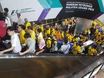 KUALA LUMPUR MALAYSIA - 19 NOVEMBER 216: Tusentals Bersih 5 personer som protesterar på tunnelbanastationen för KLCC LRT Royaltyfri Foto