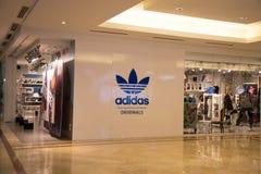 KUALA LUMPUR, MALAYSIA - 27. SEPTEMBER: Adidas-Shop in Suria Einkaufsm Lizenzfreie Stockbilder