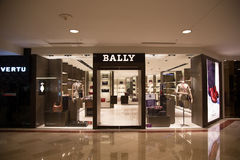 KUALA LUMPUR, MALAYSIA - 27. SEPTEMBER: BALLY Shop in Suria Einkaufsma Lizenzfreie Stockbilder