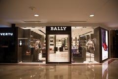 KUALA LUMPUR MALAYSIA - SEPTEMBER 27: BALLY shoppa i Suria shoppingmor Royaltyfria Bilder