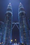 Kuala Lumpur malaysia torn kopplar samman Arkivbild