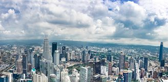 KUALA LUMPUR, MALEISIË, 18 April, 2019: Stad scape van Kuala Lumpur met iconische gebouwen zoals de Tweelingtoren van Petronas e royalty-vrije stock afbeelding