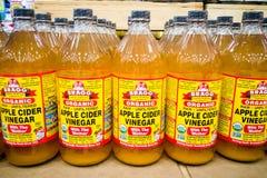 KUALA LUMPUR, MALEISIË, 15 Februari: Organische Apple Cider V van BRAGG Royalty-vrije Stock Fotografie