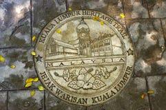 KUALA LUMPUR, MALEISIË - JANUARI 16, 2016: ronde herdenkingspastei op grond - symbool van de stad Stock Foto's