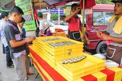 KUALA LUMPUR, MALEISIË, 2 Juni, 2017: Moslimklant het kopen swee Royalty-vrije Stock Foto