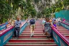 Kuala Lumpur, Maleisië - Maart 9, 2017: De ingangsstappen aan Batu holt, een kalksteenheuvel met groot en klein holen en hol uit Stock Foto's