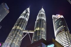 Kuala Lumpur, Maleisië - November 3, 2017: De tweelingmening van de Torensnacht Royalty-vrije Stock Foto's