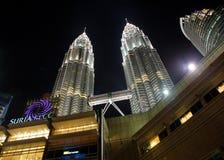 Kuala Lumpur, Maleisië - Oktober 13, 2010: De Petronas-tweeling aan Stock Afbeeldingen