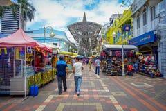 Kuala Lumpur, Malesia - 9 marzo 2017: Il mercato di strada di Petaling, nel cuore della Chinatown della città è un popolare Immagine Stock