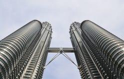 KUALA LUMPUR, MALEZJA, 25 2016 Czerwiec: Petronas bliźniacze wieże są wysokimi bliźniaczymi budynkami w światowym, od podstaw wid obraz royalty free