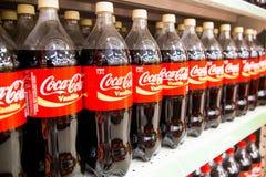KUALA LUMPUR, MALEZJA, Kwiecień 16, 2016: Koka-kola utrzymuje swój l Zdjęcia Royalty Free