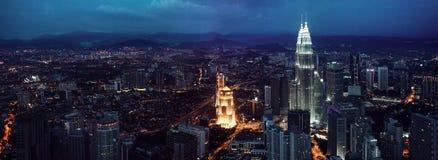 KUALA LUMPUR, MALEZJA, LISTOPAD 22: Kuala Lumpur linia horyzontu przy nocą, widok centre miasto od TV wierza Listopad 22 Zdjęcie Stock