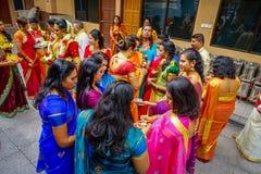 Kuala Lumpur Malezja, Marzec, - 9, 2017: Niezidentyfikowani ludzie w tradycyjnym Hinduskim ślubnym świętowaniu Hinduizm jest Zdjęcie Stock