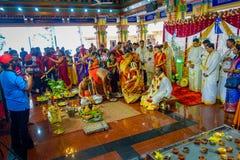 Kuala Lumpur Malezja, Marzec, - 9, 2017: Niezidentyfikowani ludzie w tradycyjnym Hinduskim ślubnym świętowaniu Hinduizm jest Fotografia Royalty Free