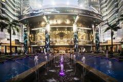 KUALA LUMPUR MALEZJA, MARZEC 11 2014, - Petronas bliźniacze wieże przy nocą na Marzec 11, 2014 w Kuala Lumpur Obrazy Stock