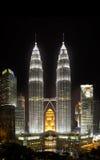 Kuala Lumpur, Malezja miasta w centrum linia horyzontu przy nocą Obrazy Royalty Free