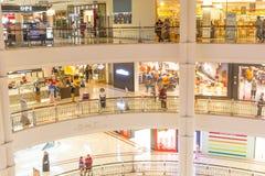 KUALA LUMPUR, Marzec - 01, 2015: Suria KLCC w Petronas bliźniaczej wieży Obraz Stock