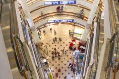 KUALA LUMPUR, Marzec - 01, 2015: Suria KLCC w Petronas bliźniaczej wieży Obraz Royalty Free
