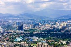 Kuala Lumpur miasta linia horyzontu z górami, Malezja zdjęcie stock