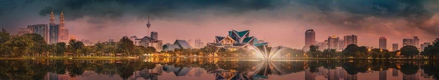 Kuala Lumpur-Nachtlandschaft, der Palast der Kultur Lizenzfreie Stockfotos