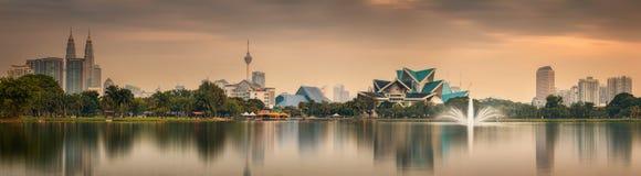 Kuala Lumpur-Nachtlandschaft, der Palast der Kultur Stockbild