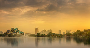Kuala Lumpur-Nachtlandschaft, der Palast der Kultur Stockfoto