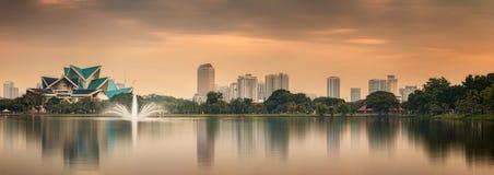 Kuala Lumpur-Nachtlandschaft, der Palast der Kultur Lizenzfreie Stockbilder