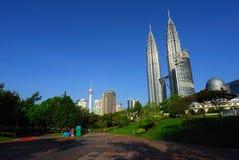 Kuala Lumpur petronas horisonttorn kopplar samman Arkivbilder