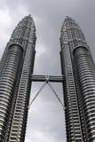 Kuala Lumpur petronas torn kopplar samman Arkivfoton