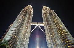 Kuala Lumpur petronas torn kopplar samman Arkivbilder