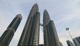 Kuala Lumpur petronas torn kopplar samman Arkivbild