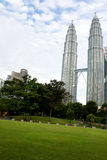 Kuala Lumpur petronas torn kopplar samman Arkivfoto